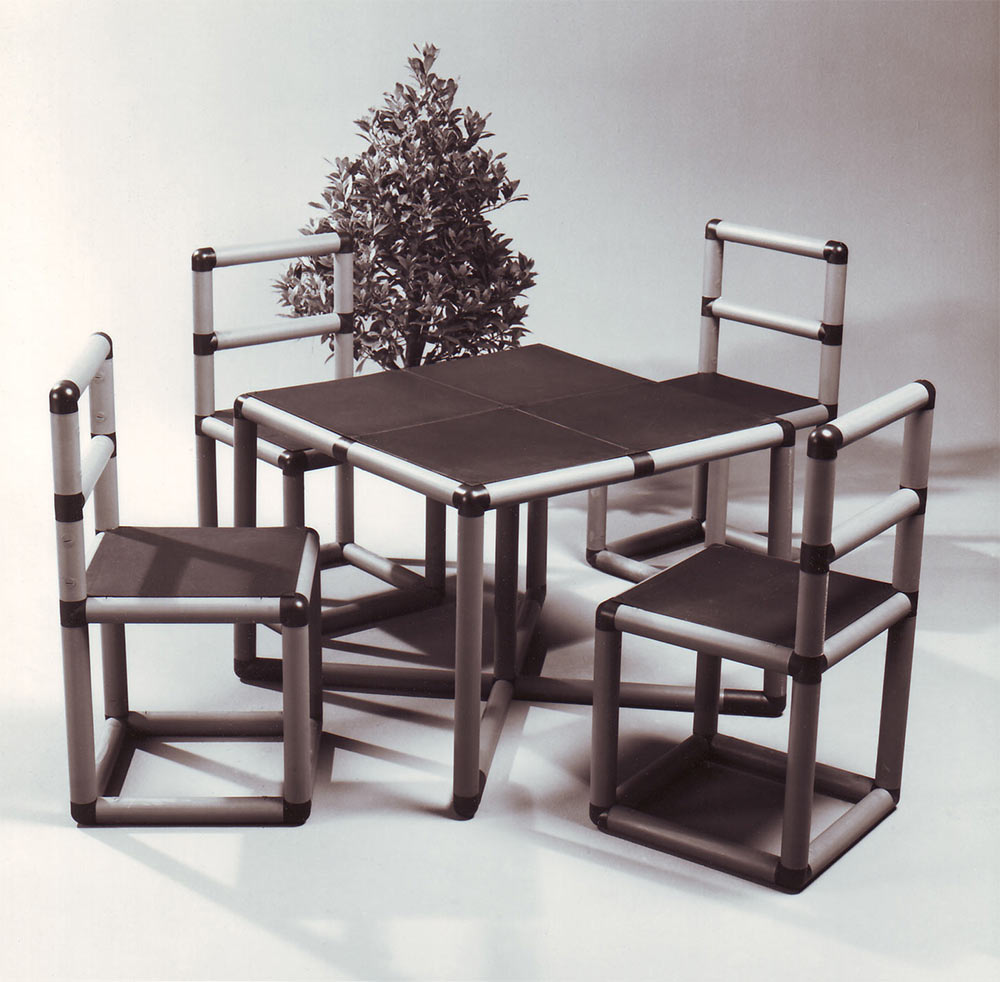 QUADRO table and chairs set