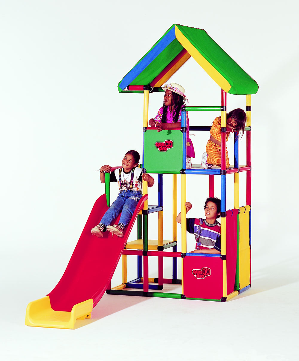 Kids in QUADRO playhouse