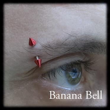 Bijou sourcil piques rouges