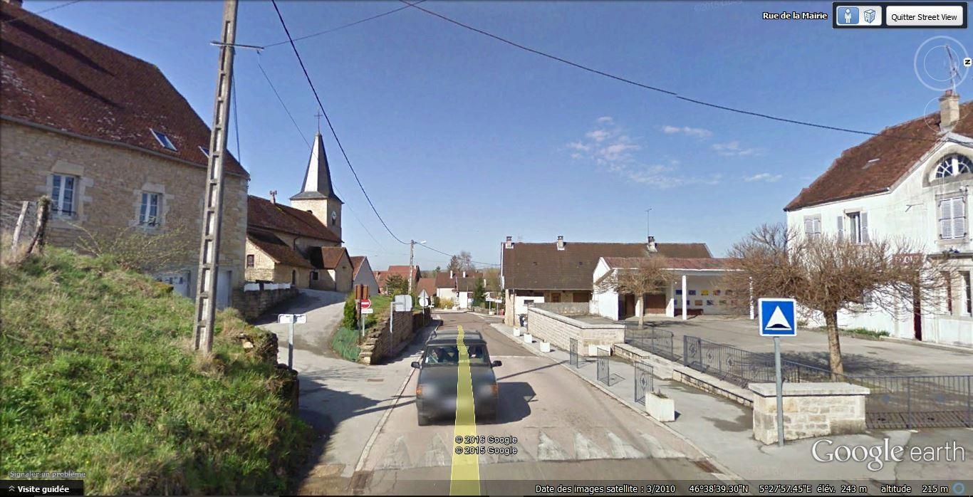 Passer l'école sur la droite et après l'église tourner à gauche
