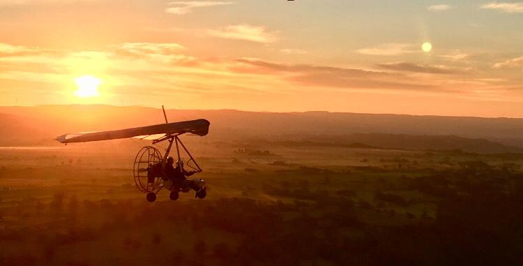ULM à l'aube sur l'aérodrome de Saint Flour Coltines