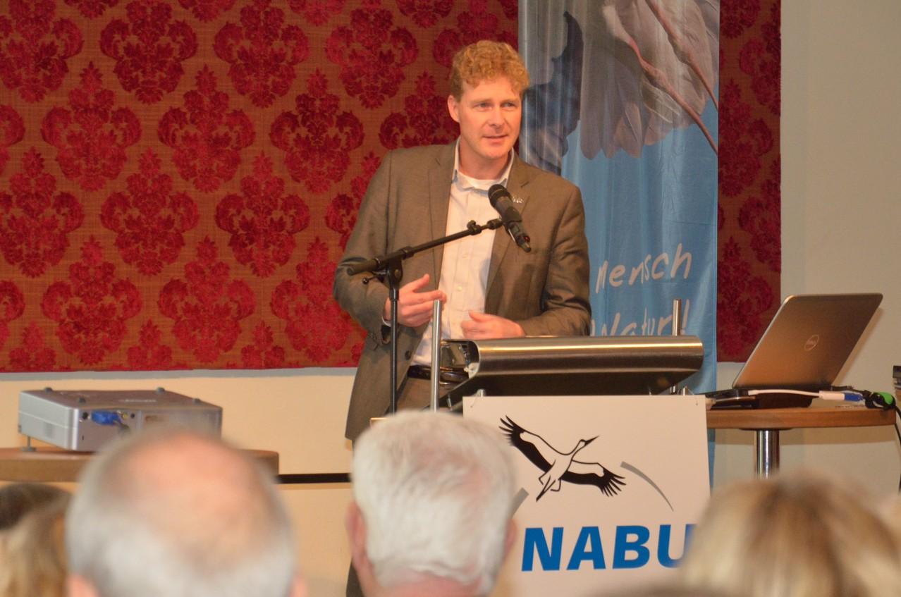 Dr. Holger Buschmann, der NABU-Niedersachen Landesvorsitzende gibt einen Überblick über die Situation des Naturschutzes in unserem Bundesland