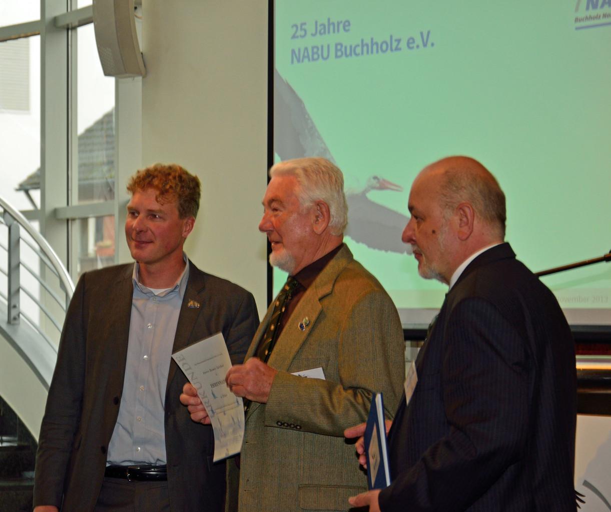 Reimer Carstens erhält die Ehrennadel des NABU-Niedersachsen