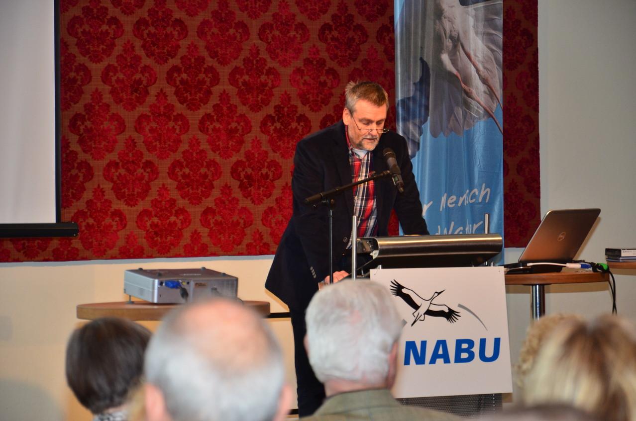 Detlef Gumz, der Leiter der Unteren Naturschutzbehörde zeigt auf, welche Bedeutung für seine Behörde die ehrenamtliche Tätigkeit des NABU hat
