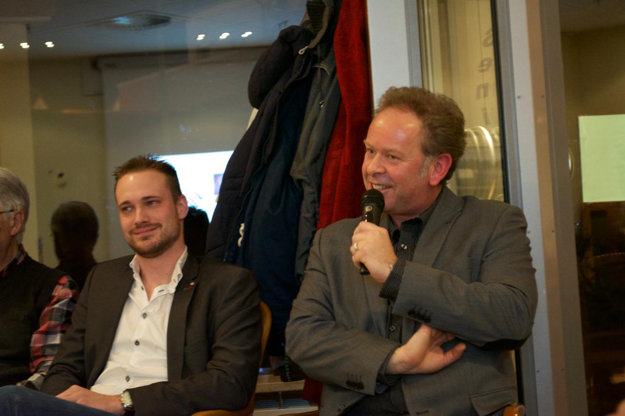 Adrian Gerlins, CDU + Junge Union, mit Moderator Björn Kempcke