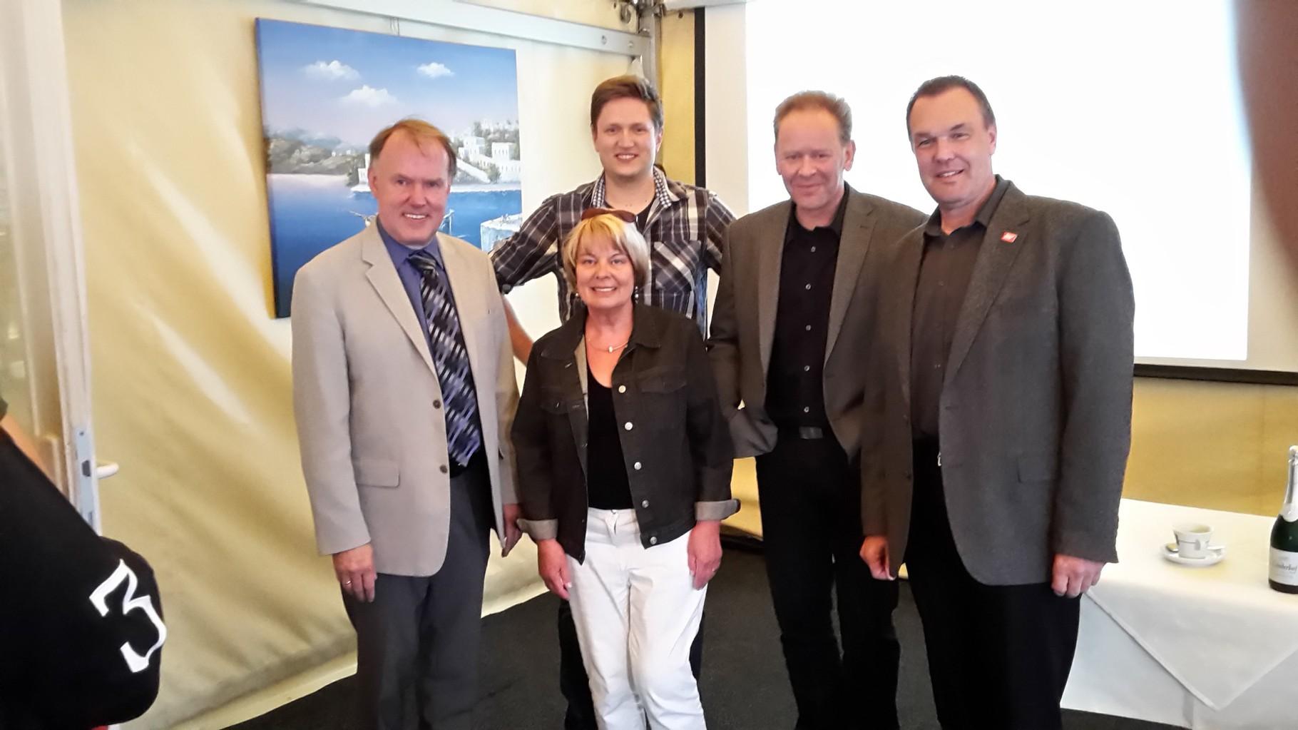 ... Gerhard Peters, CDU, ehemaliger Bürgermeister Neu Wulmstorf und Inhaber der Allianz Versicherungsagentur