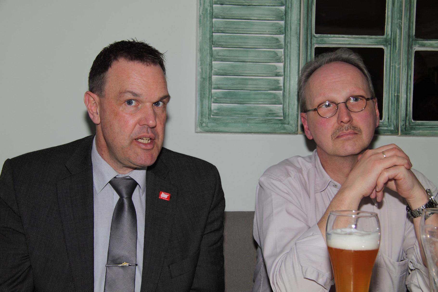 Nachdenklich: Thomas Grambow und Rolf Rethmeyer/Deutsche Vermögensberatung