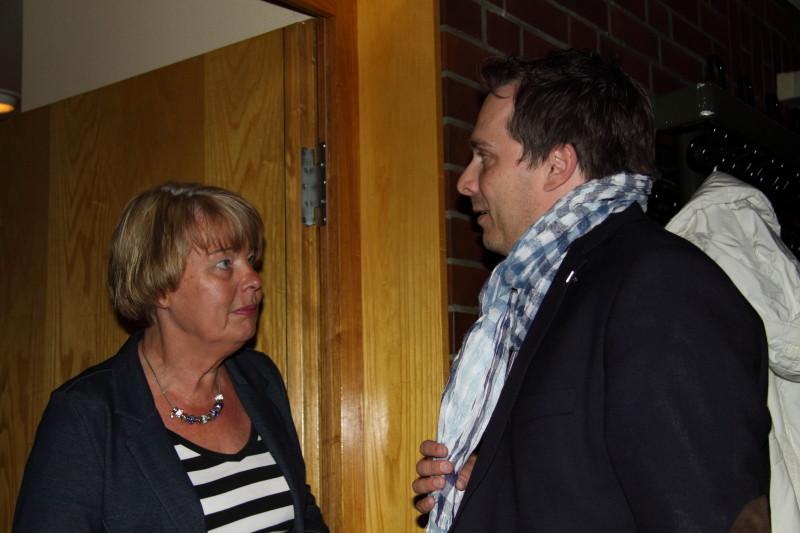 Sylvia Karasch (Veranstalterin) und Michael Krüger (Gemeinde Neu Wulmstorf)