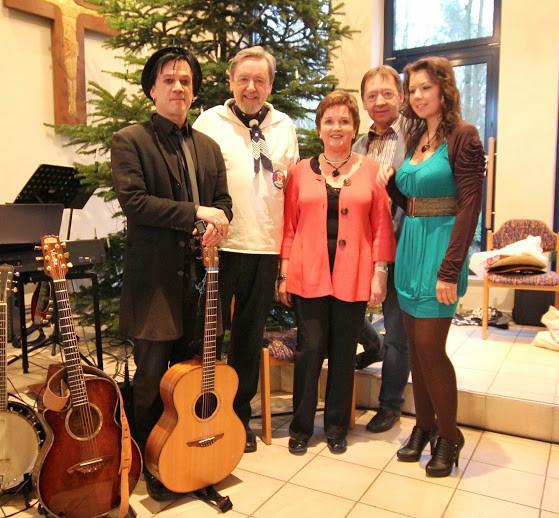Helgrid, Judith, Willi und Harri Neumann mit Gastsänger Jens Böttcher