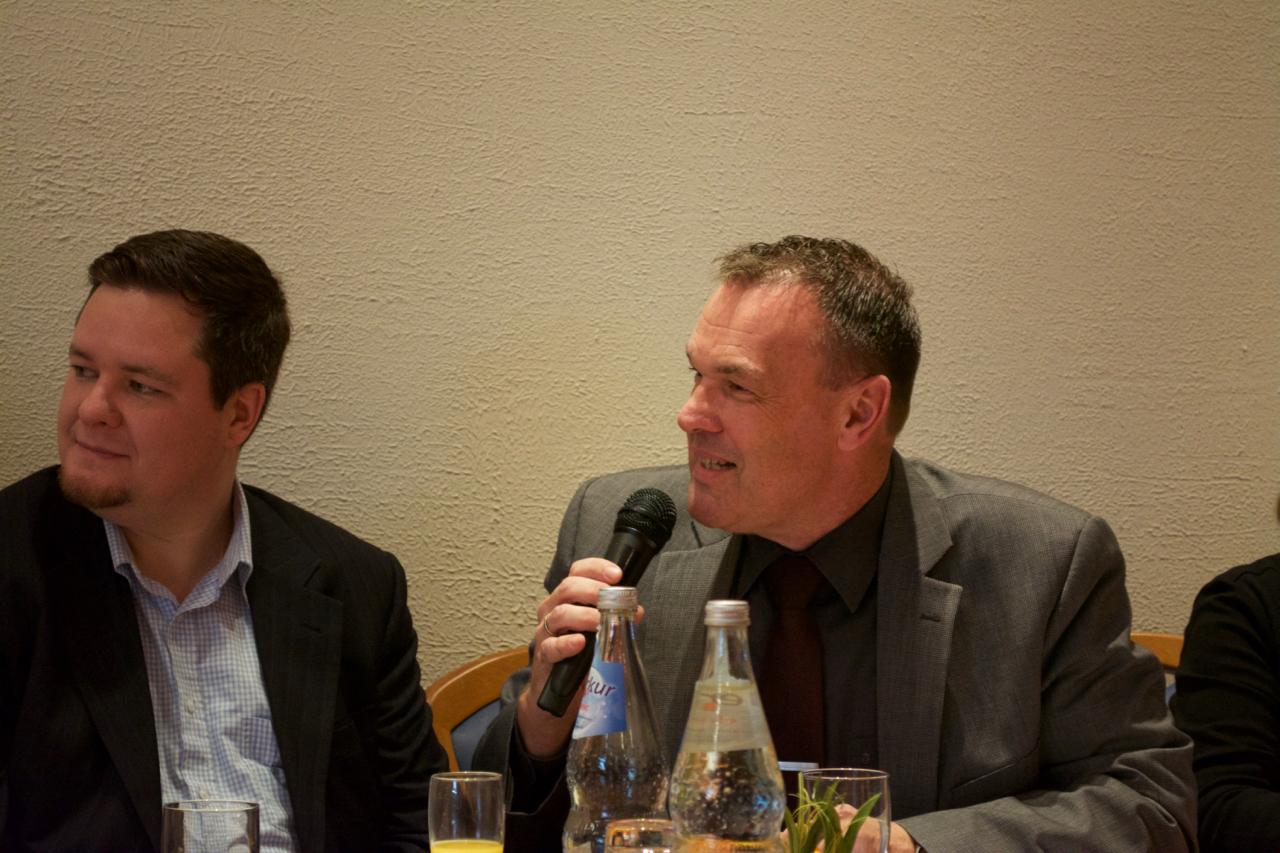 Pastor Ruben Vetter mit Moderator Thomas Grambow