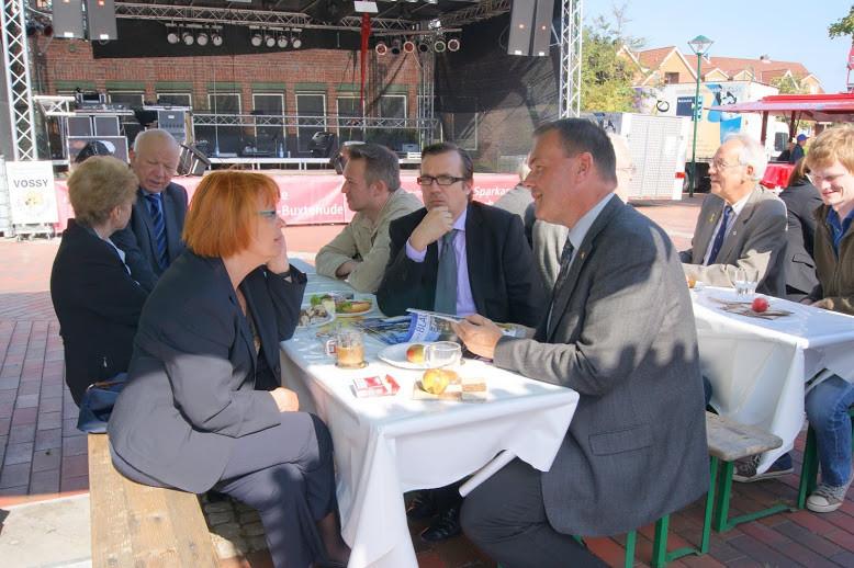 Erste Gespräche: Sylvia Karasch und Thomas Grambow entwickeln Ideen zur Spendenaktion JEDER EURO HILFT!