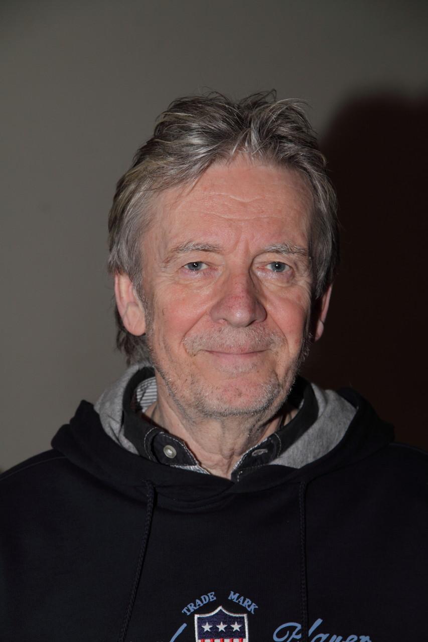 Singer & Songwriter Marcel Schaar