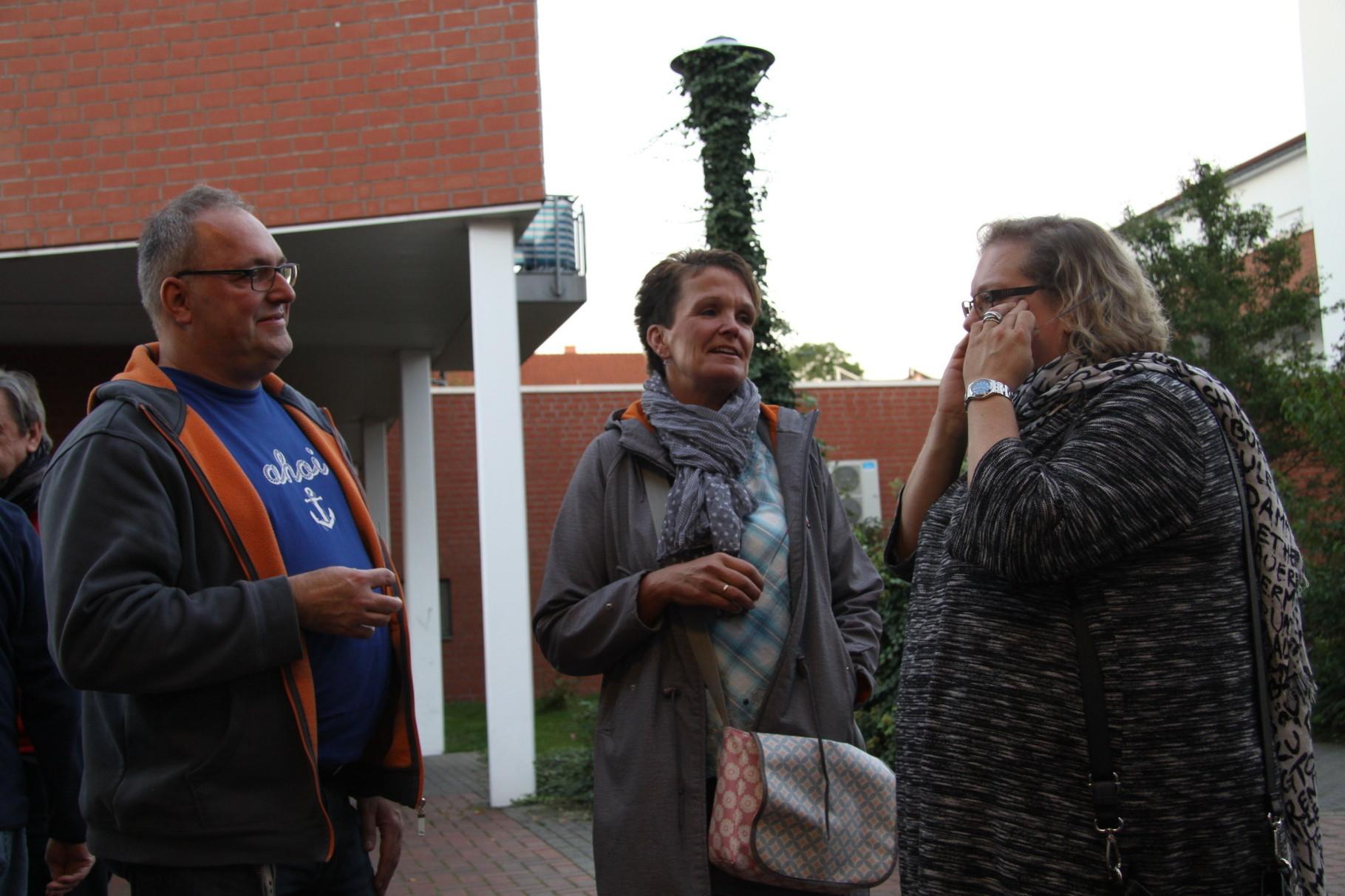 Katja Grambow (Mitte) mit Julia Golnik und Marcus Garcia von TRENDS for FRIENDS, Buchholz