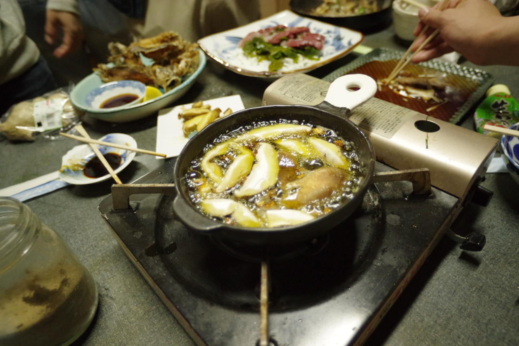 隠岐名物ドデカ椎茸は見事な味わいのアヒージョに♪