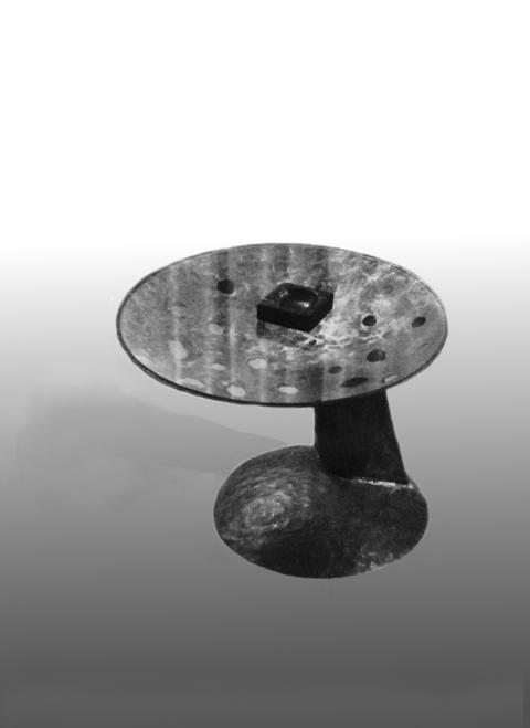 Beistelltisch, getriebenes Kupfer, Glas, 1988, John / Weiler