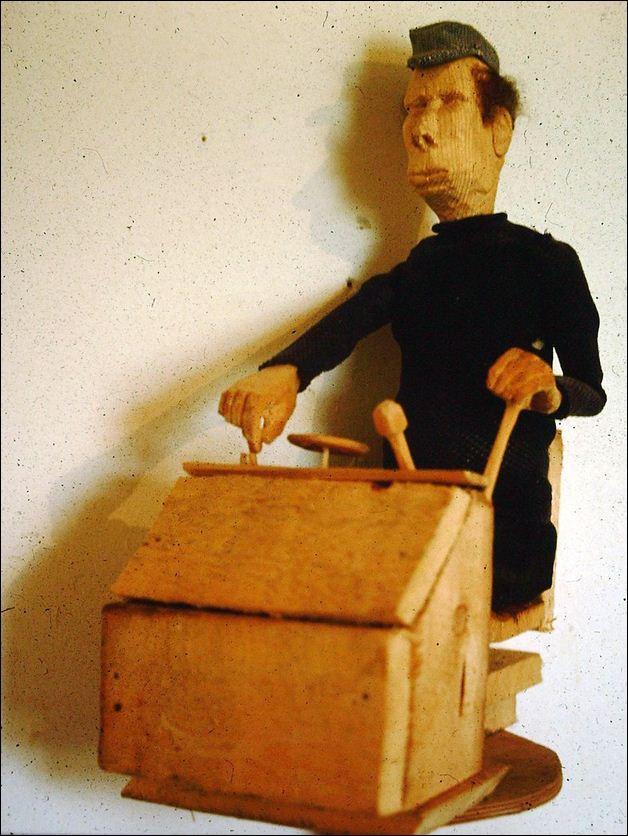 Der Gabelstaplerfahrer, Holz/Textil, 50cm, 1985