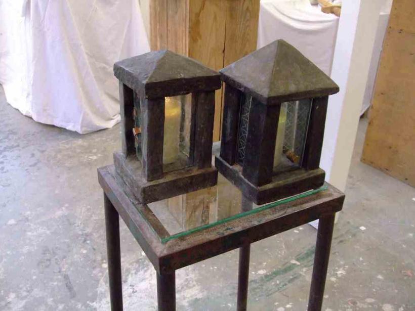 Zwei Lampen, Beton / Glas, 40×30 cm, 2012
