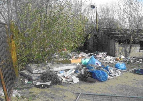 Unser Hauptproblem in all den Jahren: viele brave Bürger möchten nicht, dass Müll bei ihnen zu Hause herumliegt und legen ihn bei uns ab!