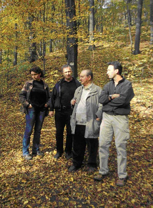 Hier wird der Hangwald in Dölzschen durch den ehemaligen Bezirksnaturschutzbeauftragten Heinz Kubasch gemeinsam mit unserem Vorstand begutachtet