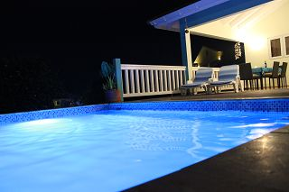 Pool-CAS-BON-BINI-Urlaub-Curacao-Ferienhaus-Karibik-Villapark-Fontein