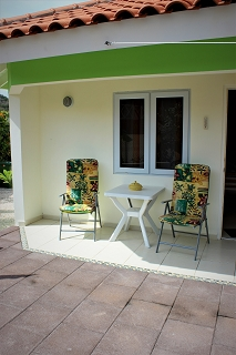 Sitzecke-Ferienhaus-CAS-IGUANA-Urlaub-Curacao-Karibik-Villapark-Fontein