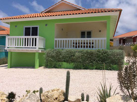 vorderansicht-cas-iguana-urlaub-curacao-villa-ferienhaus-pool-karibik