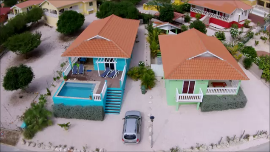 Luftaufnahme-Ferienhaus-CAS-IGUANA-Urlaub-Curacao-Karibik-Villapark-Fontein