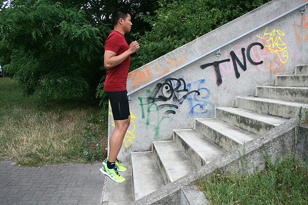 Dr. Matthias Marquardt, MARQUARDT RUNNING Athletik-Uebung: Bordsteinkante 02
