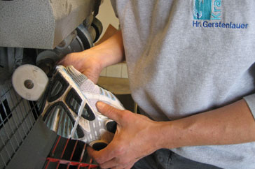 4. Flexkerben werden in den Vorfußbereich eingearbeitet.