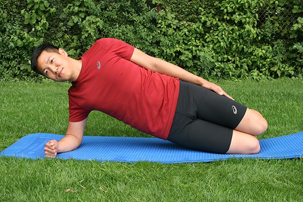 Dr. Matthias Marquardt, MARQUARDT RUNNING Athletik-Uebung: Seitstuetz auf Knie 01