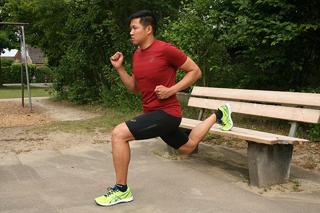 Dr. Matthias Marquardt, MARQUARDT RUNNING Athletik-Uebung: Kniebeuge einbeinig an der Bank 02