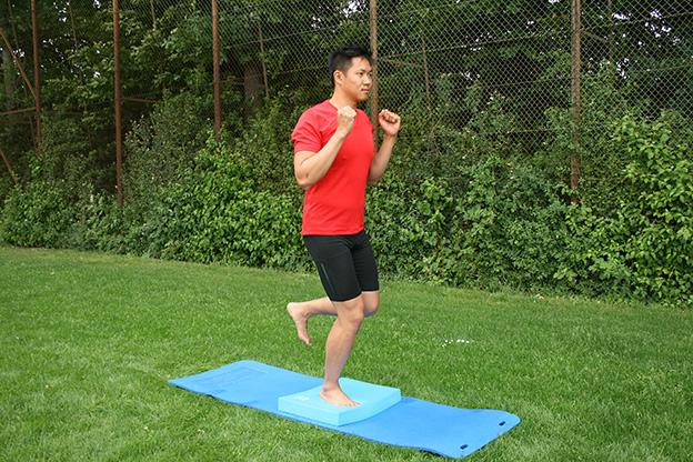 Dr. Matthias Marquardt, MARQUARDT RUNNING Athletik-Uebung: Einbeinstand
