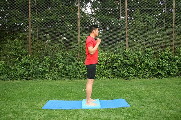 Dr. Matthias Marquardt, MARQUARDT RUNNING Athletik-Uebung: Kniebeuge 01