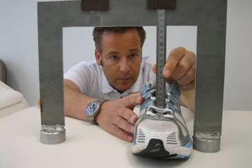 1. Ihr eingesendeter Laufschuh wird genaustens vermessen.