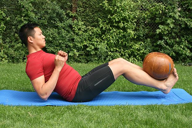 Dr. Matthias Marquardt, MARQUARDT RUNNING Athletik-Uebung: Schwebesitz mit Medizinball