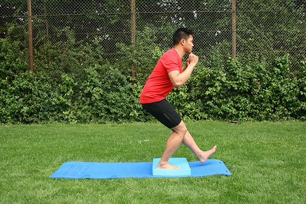 Dr. Matthias Marquardt, MARQUARDT RUNNING Athletik-Uebung: Kniebeuge einbeinig 02
