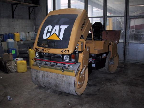 M-441 / Vibro-Glattwalze Caterpillar CB 334 D / 43kW / 4400kg / 2001