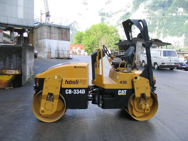 M-436 / Vibro-Glattwalze Caterpillar CB 334 D / 47kW / 4200kg / 2002