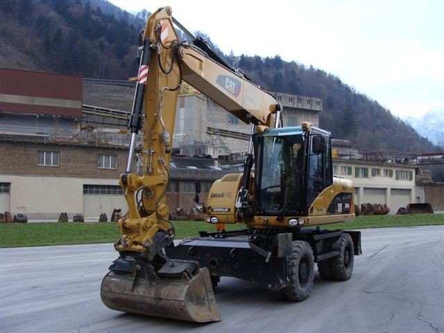 M-132 / Caterpillar M 316D VA / 160kW / 19to