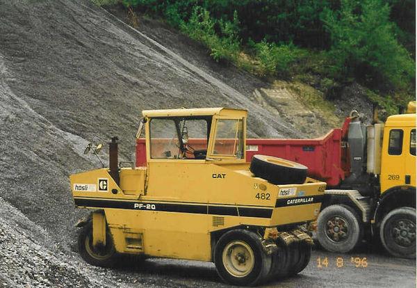 M-482 / Pneuradwalze Caterpillar PF 200 / 105kW / 14000 kg