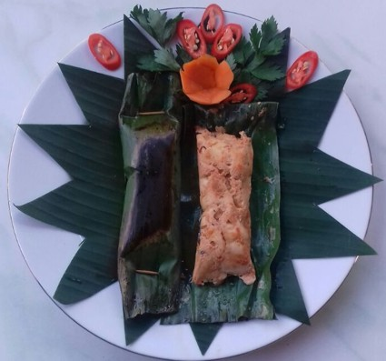 Pepes is a Balinese cooking method using banana leafs as food wrapping. The most common style is a variation of chicken or fish with fresh coconut. Grilled in the banana leafs, it provides a special aromatic appeal