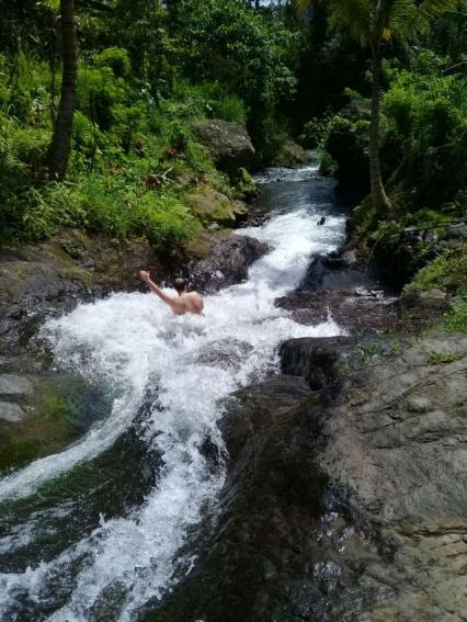 Endloser Spaß: Die Naturrutsche in einem ausgewaschenen Flussbett