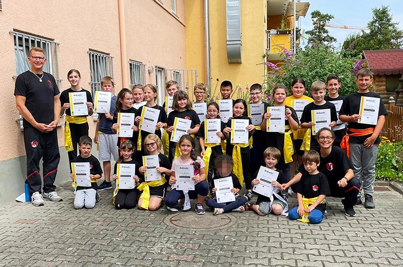 Selbstverteidigung für Kinder: Über 20 Prüflinge bei Seminar im OUTFIGHT Center Groß-Gerau