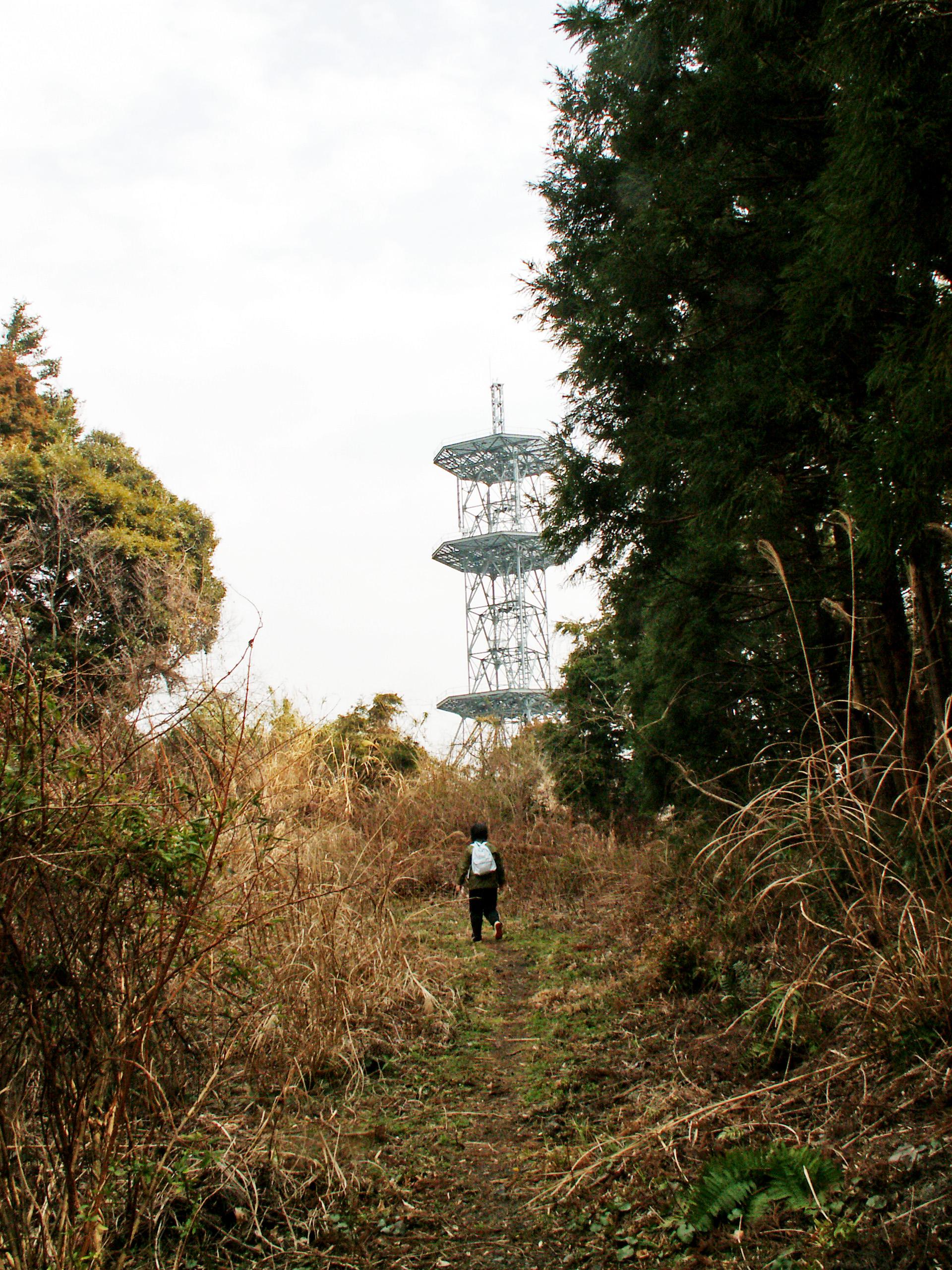 無線中継所の電波塔