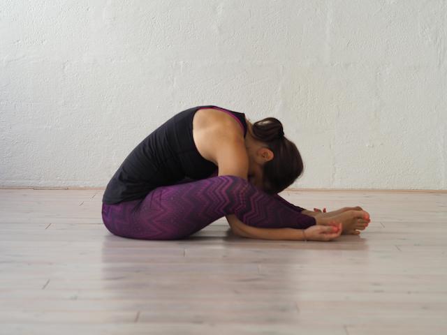 Yin Yoga in der Schwangerschaft - Der Schmetterling. Mama Yoga Blog MOMazing.