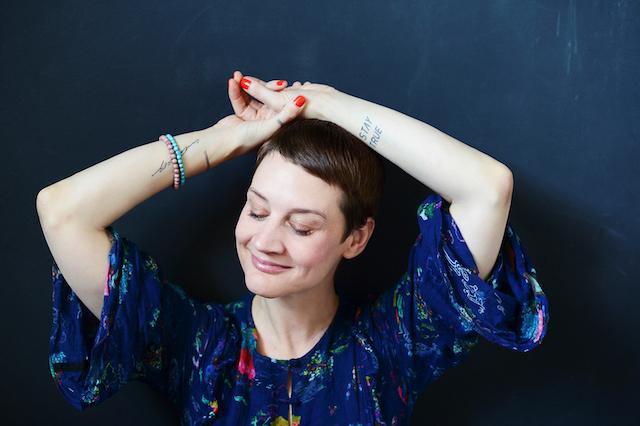 """Spiritualität für Yoga-Mamas: Madhavi Guemoes im Interview zu ihrem neuen Buch """"Stay True"""""""