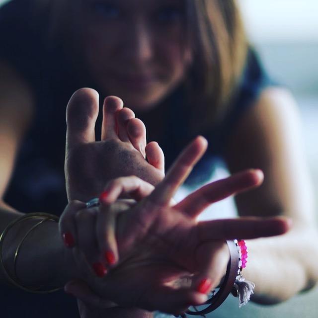 Fokussiert: Julia Elena im Interview mit dem Mama Yoga Blog MOMazing.