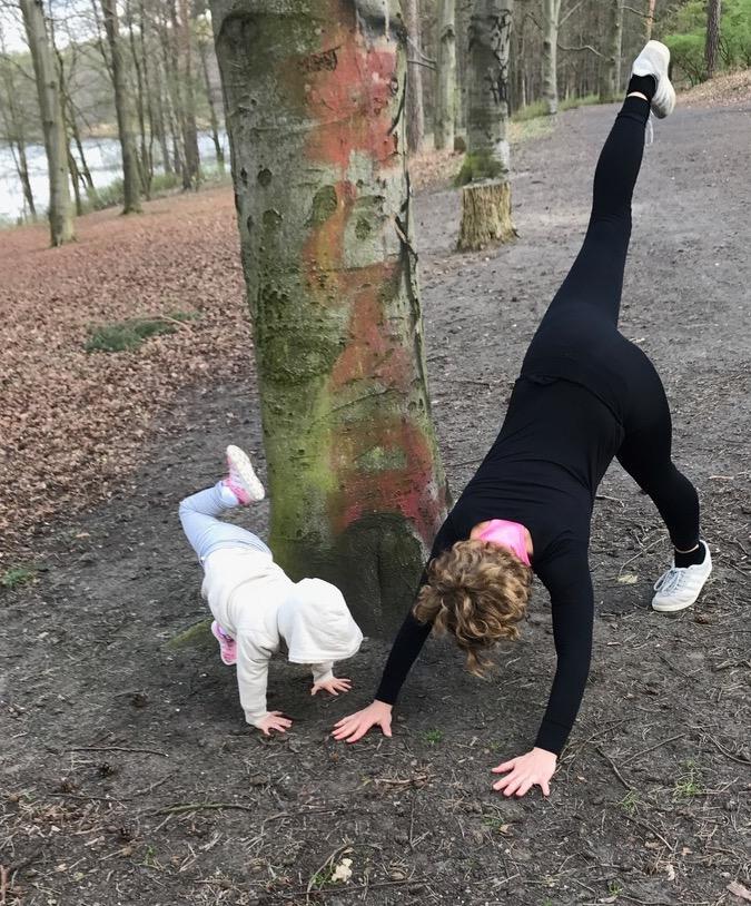 Postnatal Yoga Guide MOMazing Yoga Mama Mami Blog