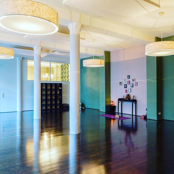 Yogamama Tipp Köln Yogastudio Studio Lord Vishnus Couch MOMazing Yoga Mama Mami Blog
