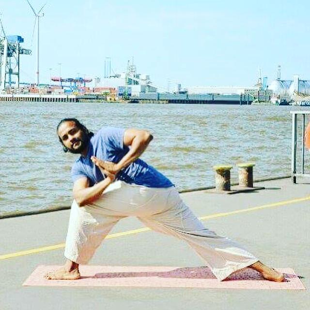 Arun Thankaraj: Mantren und Mantra für Mamas und Papas auf dem Mütter Yoga Blog MOMazing.